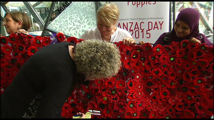 Anzac Centenary tribute 'blooming' with 250,000 hand-made poppies